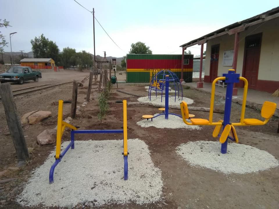 Estación Pama Arriba cambia su rostro, con plaza de juegos y para hacer ejercicios es el paseo de los vecinos del sector en la estación de los recuerdos. .
