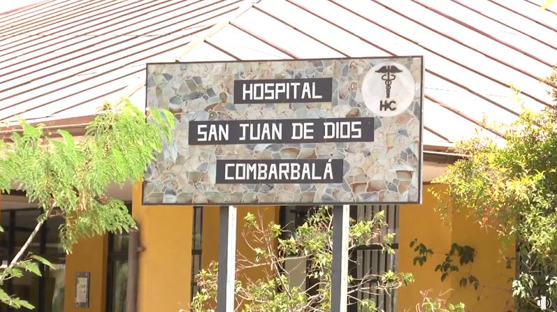 Presonal del hospitalario vacuna por Covid 19 en la Plaza de Combarbalá y el hospital local. Municipalidad en las postas rurales.